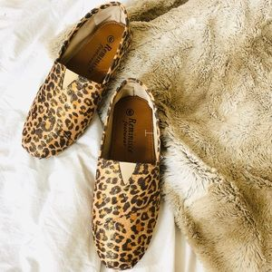 Reminisce Sparkly Cheetah Print Flats/Loafers
